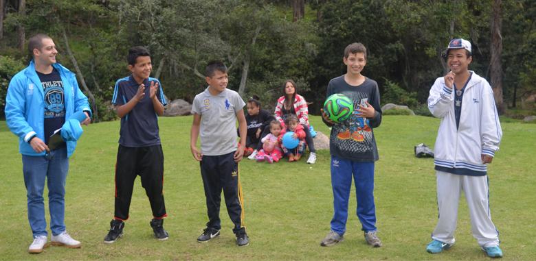 Jóvenes se la juegan por la paz